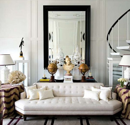 White tufted Hollywood Regency sofa – Patrick Landrum via Atticmag