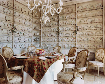 double plate rack wall in the home of Janet de Botton - Vogue via atticmag
