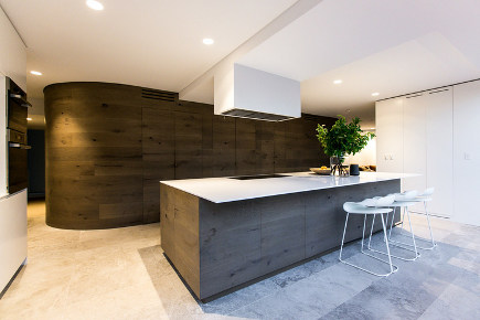Mafi oak plank kitchen with curved walls – CM Studio via Atticmag