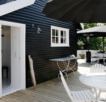 coastal cottage - black painted exterior of Danish coastal cottage in typical black and white Gilleleje regional style - femina.dk via atticmag
