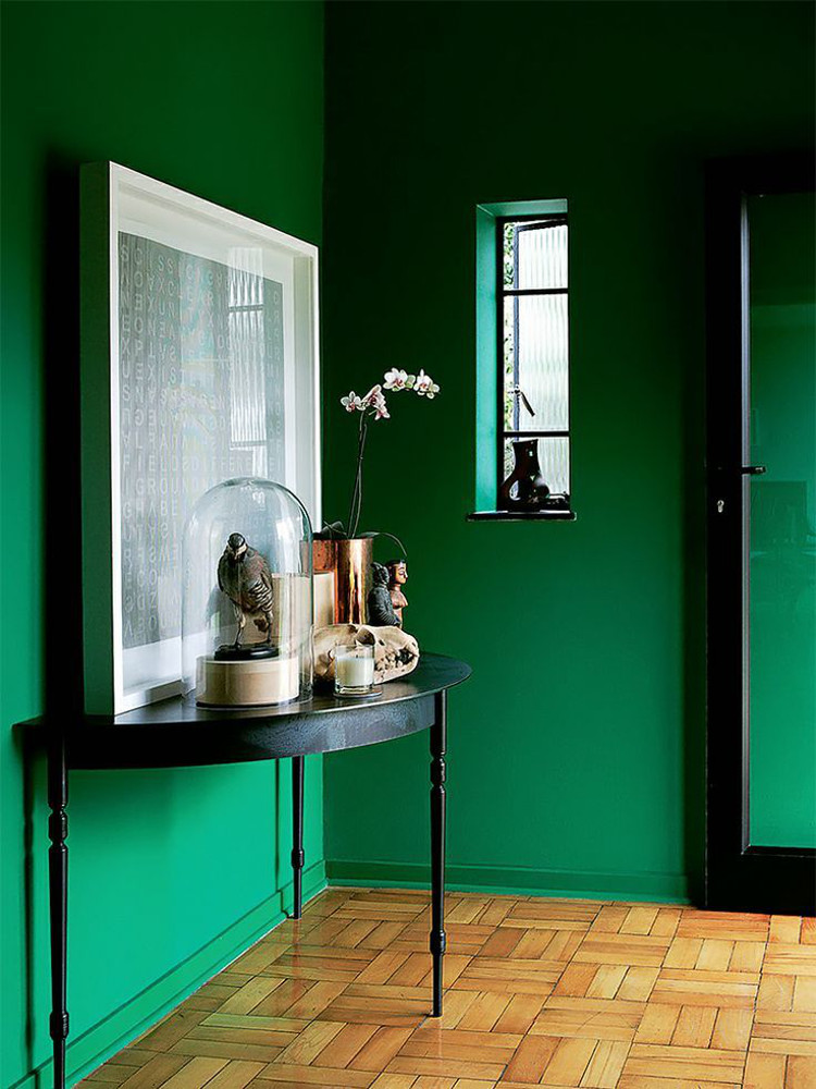 emerald green walls - entry foyer with green walls, black furniture and an oak parquet floor - Elle Decoration UK via Atticmag