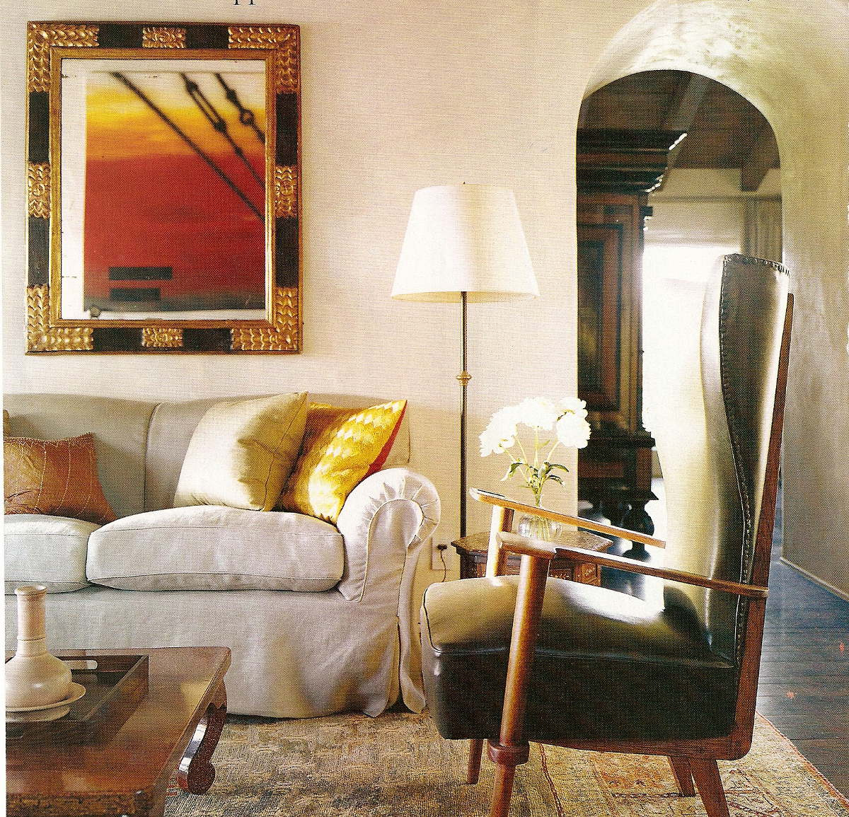 hollywood style - seating are in the breakfast room with a linen-slipcovered sofa in an LA house decorated by Michael S. Smith - H&G via Atticmag