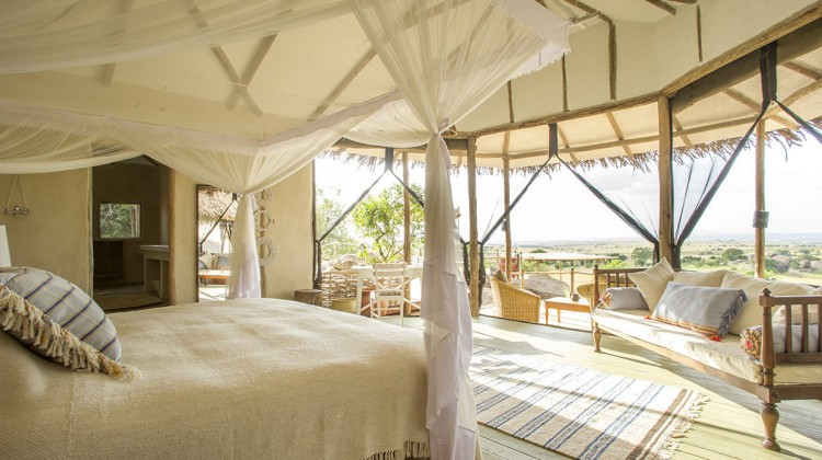 safari camp bedroom - Mkombe's House Lamai villa bedroom in Serengeti National Park - nomad-tanzania.com via Atticmag
