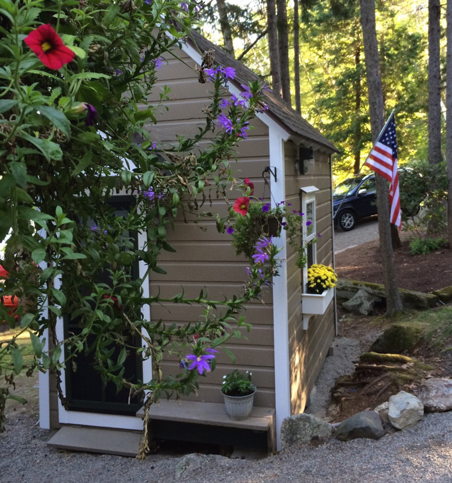 bunkhouse shed - adorable vintage tool shed converted into a lake camp bunkhouse for family and friends - Atticmag