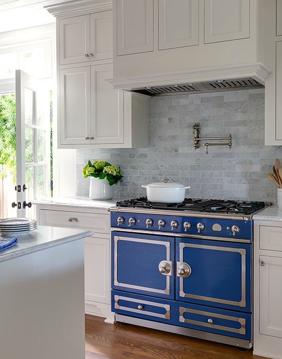 blue La Cornue - CornuFé navy blue range in a white kitchen - Marianne Simon via Atticmag