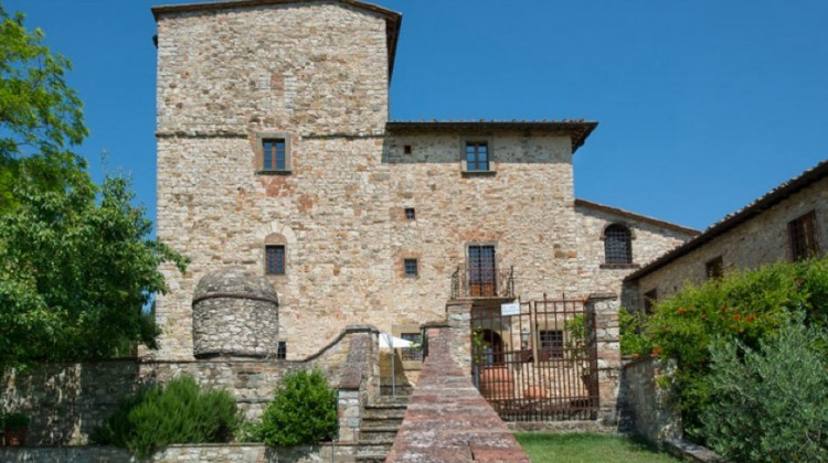 villa michaelangelo - view of the main stone villa in Chianti purchased by the Italian Renaissance master in 1549 - Handsome Properties via Atticmag