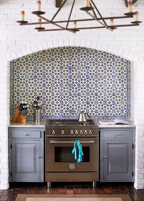blue and white vintage floral Delft tile backsplash in a renovated kitchen by Lisa Mende Design via Atticmag