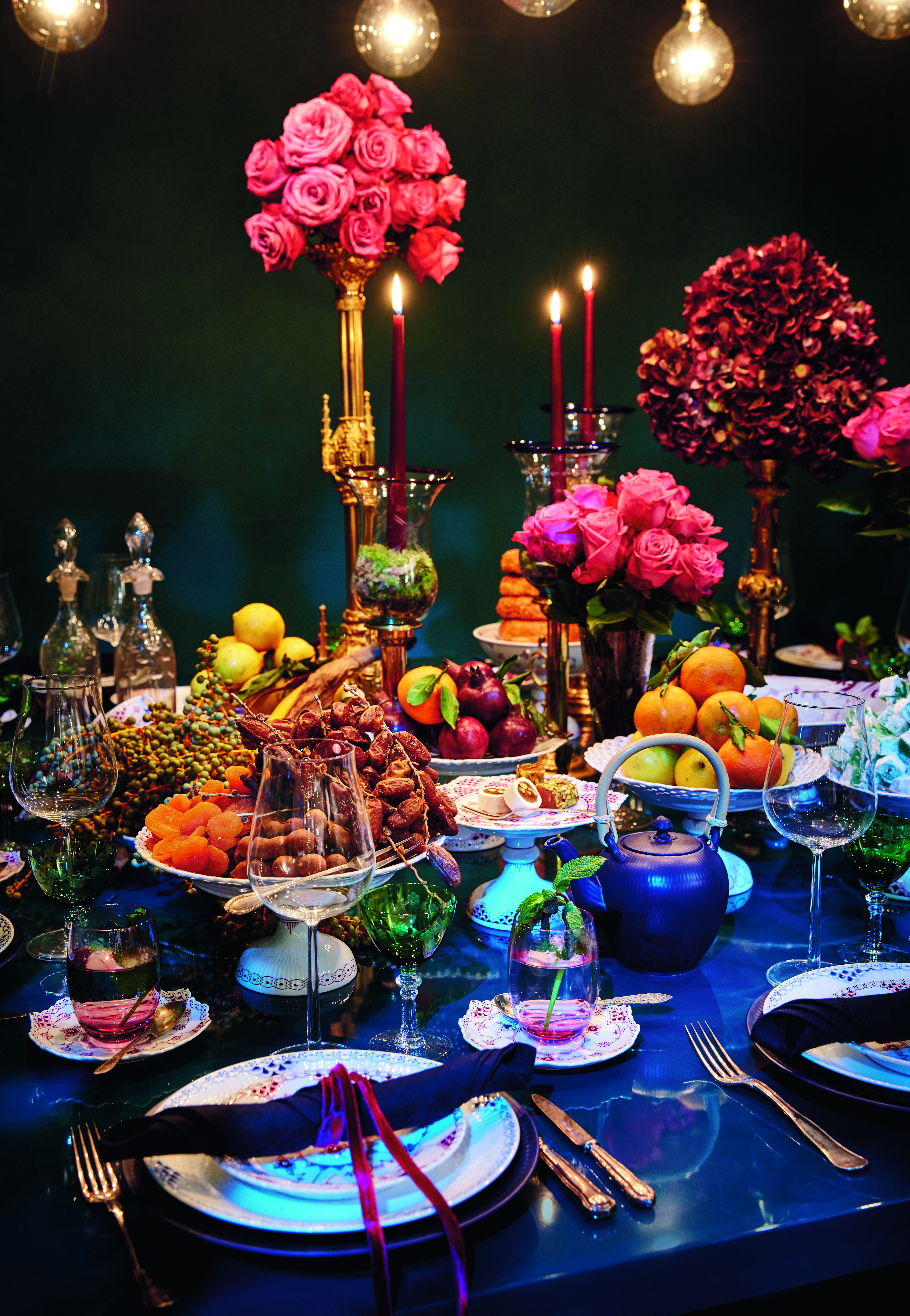 fashionable Christmas - a Middle Eastern-inspired table by Leyla Piedayesh combines midnight colors with lush displays of flowers and plates of fruit using Blue Fluted and Half Lace Purpur china - Royal Copenhagen via Atticmag