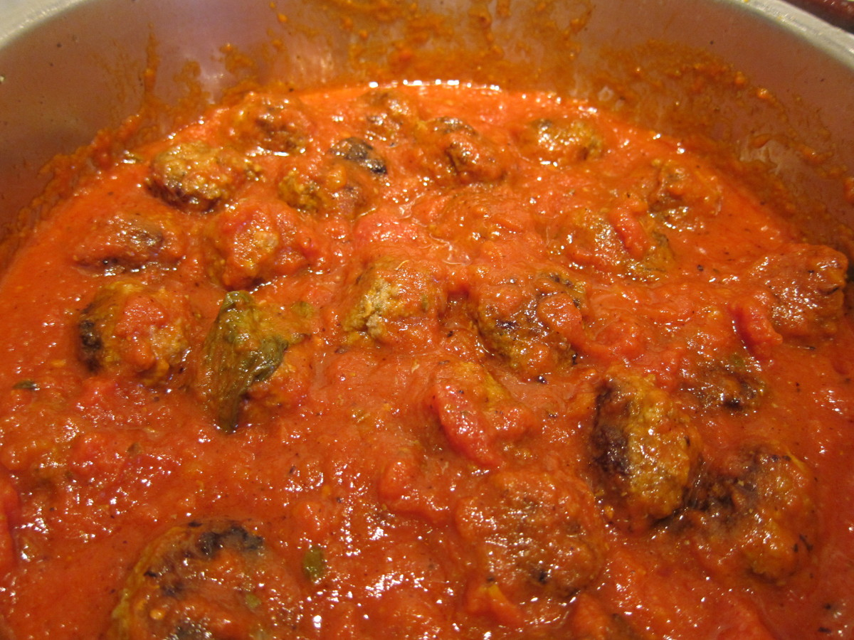 finishing the meatballs by simmering them in pasta sauce adds flavor to the sauce - Atticmag