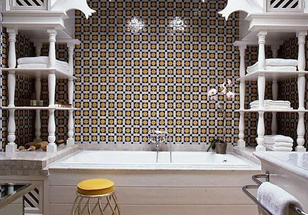Moorish tub tiled alcove by Alberto Pinto via Atticmag