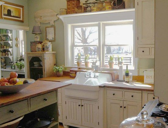 green and white cottage kitchen with Kohler's Gilford utility sink - Belstone via Atticmag
