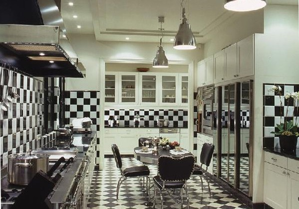 black and white checkerboard tile kitchen by Alberto Pinto - via Atticmag