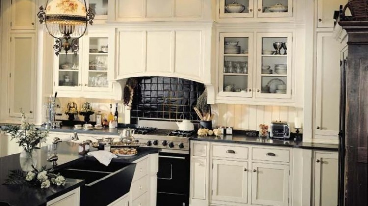 black and white kitchen by Andre Julien with double black farm sink - cuisines aj via atticmag