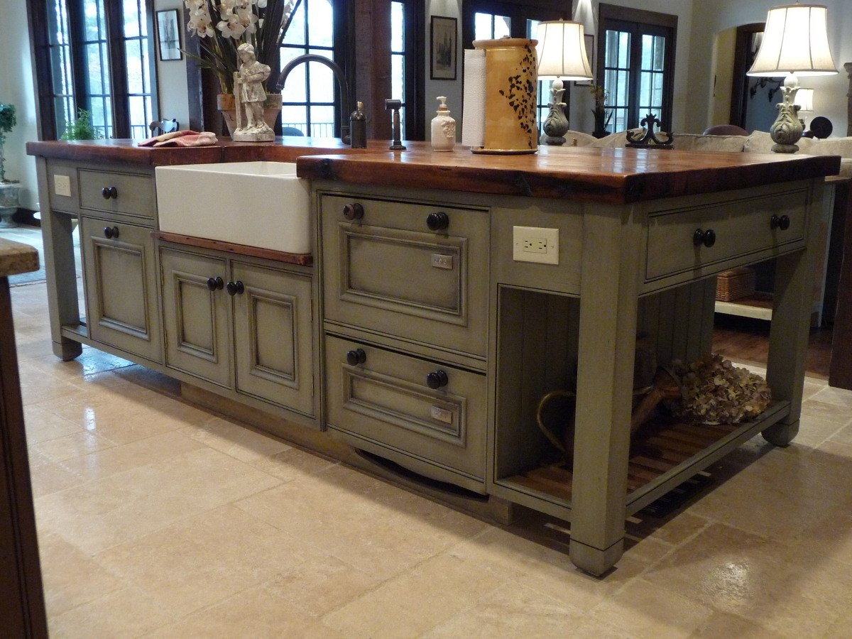French gray island kitchen in Alabama stone cottage - Atticmag