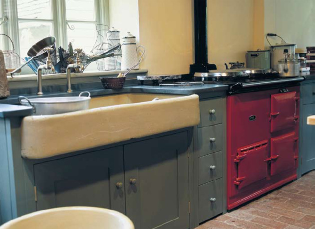 crumbsweeper farm sink with large overhang - Plain English via Atticmag
