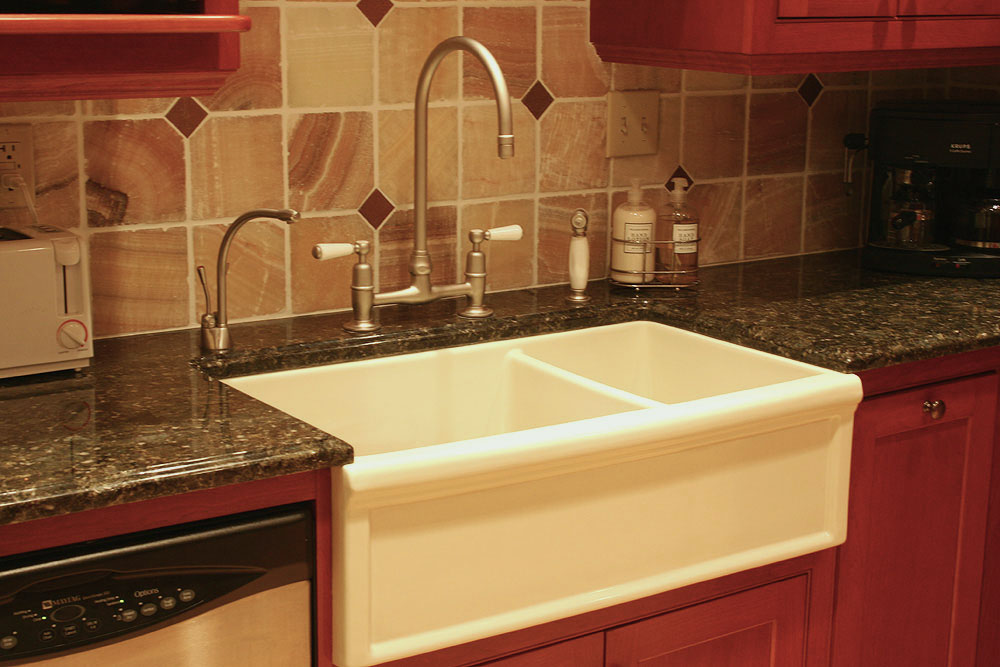 panel front farm sinks - double-bowl panel front farm sink - Lorie P via Atticmag