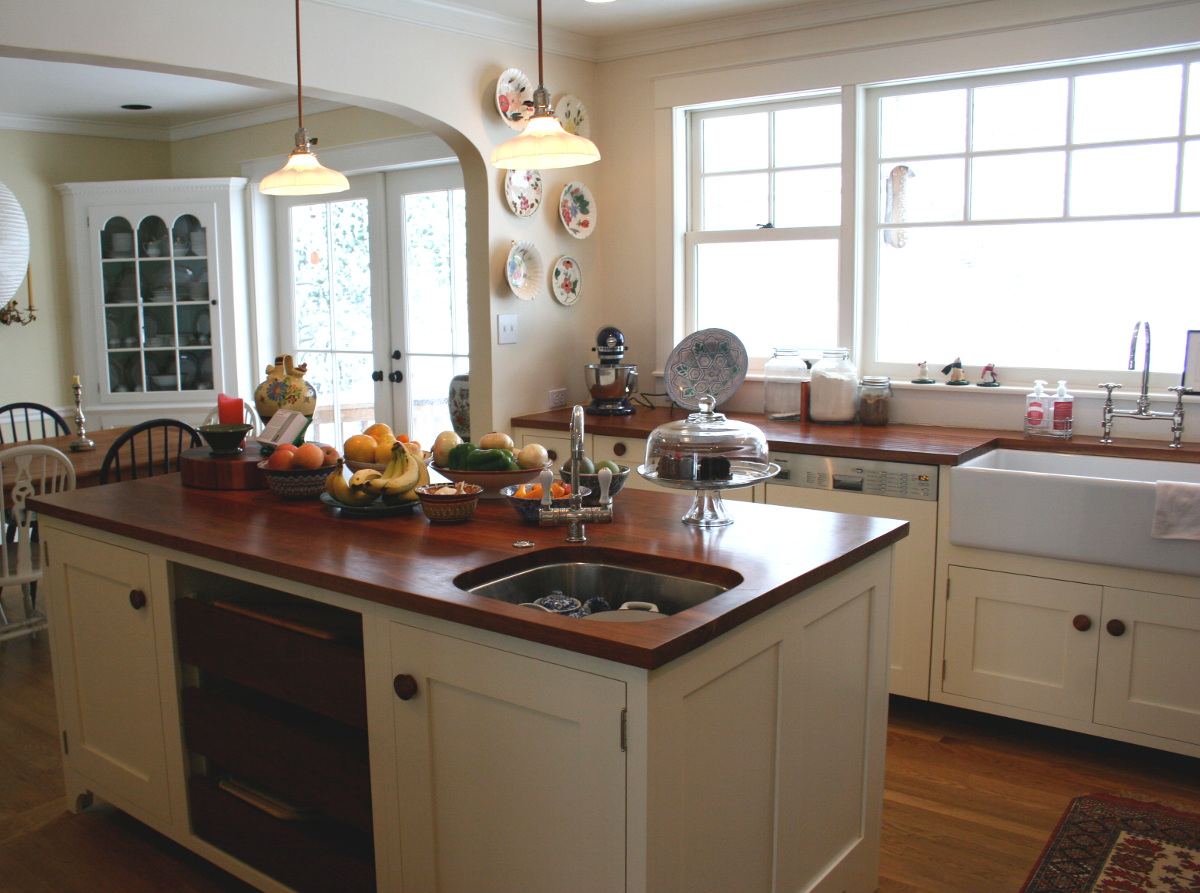 cherry counter - white English style kitchen with hand-finished cherry counters on the island - Atticmag