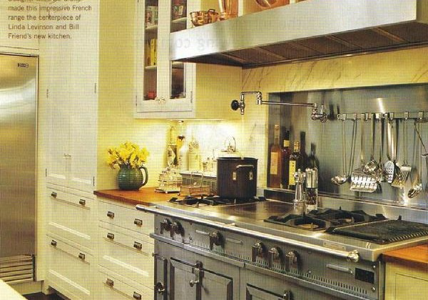 La Cornue - White kitchen by Mick De Giulio with stainless steel La Cornue range - Traditional Home via Atticmag