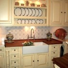 yellow Victorian style kitchen from Clive Christian - Atticmag