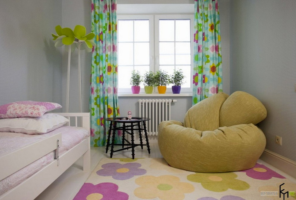 kids room rug - girl's room with multicolor dogwood blossom rug - remontbp via Atticmag