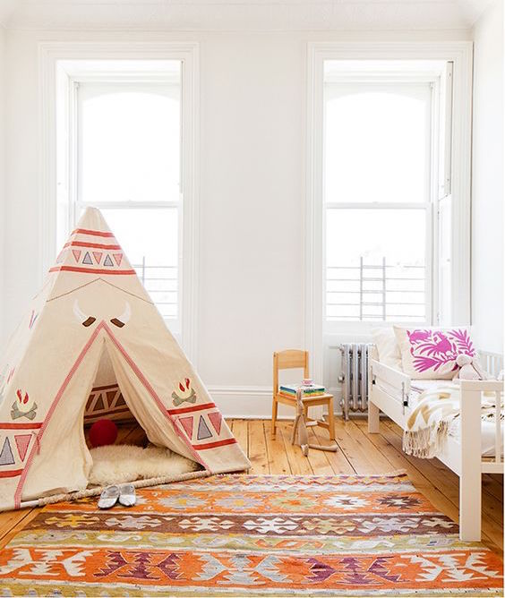 kids room rug - flat woven orange and brown kilim rug in a child's room - soukshop via Atticmag