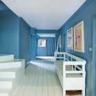 color effects -Joa Studholme's hallway painted with Farrow and Ball slipper satin and a blue hue - Clive Nichols via Atticmag
