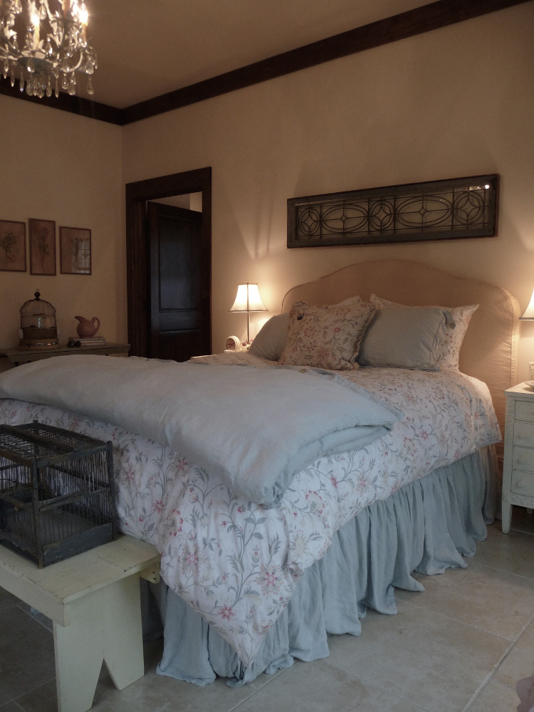alabama stone cottage - shabby chic style guest bedroom - atticmag