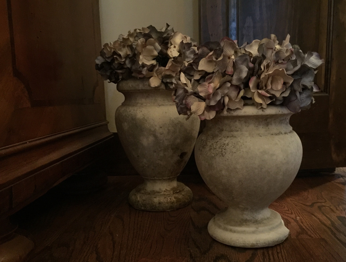 stone cottage details - a pair of urns filled with faux hydrangeas in the master bedroom - atticmag