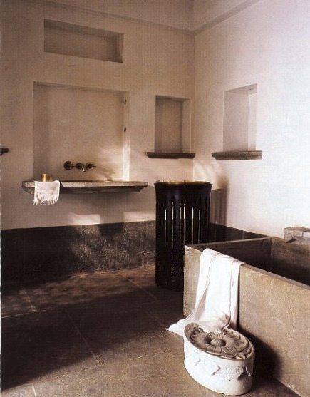 cool bathrooms - renovated lime plaster bathroom in Udaipur, India by Paul Mathieu - WOI via Atticmag