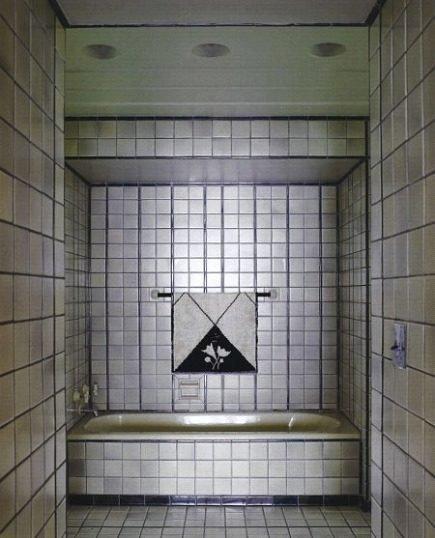 cool bathrooms - Art Deco bathroom with monochromatic Pewabic Pottery tile by Eliel Saarien - WOI via Atticmag
