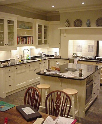 English Victorian kitchen by Robinson and Cornish via Atticmag