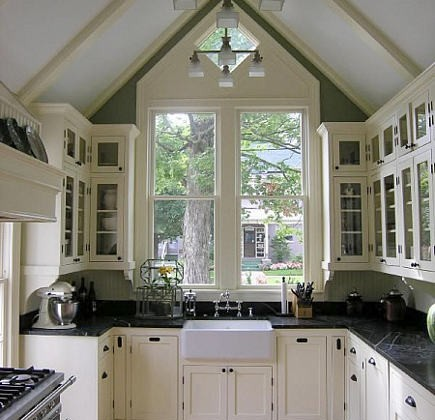 black and white kitchen in a Victorian cottage kitchen - garden web via Atticmag