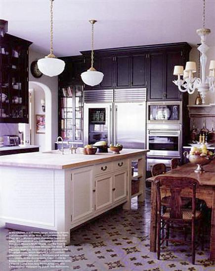 Lavender and brown-black kitchen by Kristen Buckingham - Elle Decor via Atticmag