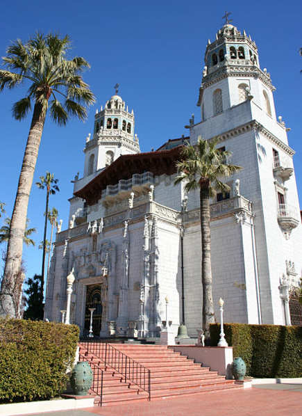historic homes - The Hearst Castle, San Simeon - via atticmag