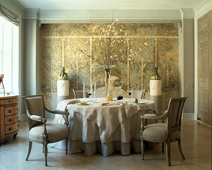mural walls - floral mural in a dining room by John Saladino - via Atticmag