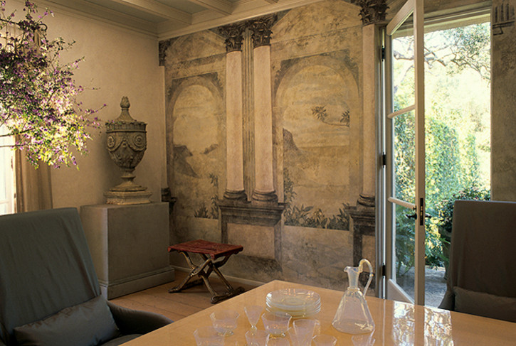 mural walls - classical grisaille mural in a sitting room by John Saladino - via Atticmag