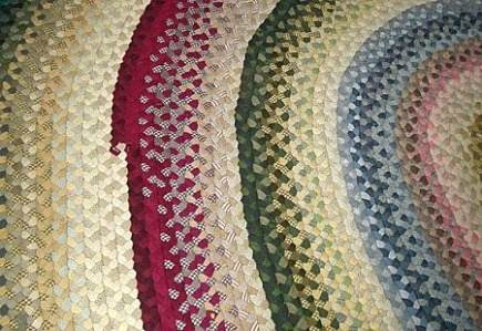 Braided Rugs Woven From Fabric Ss Remain Por For Their Cottage Eal