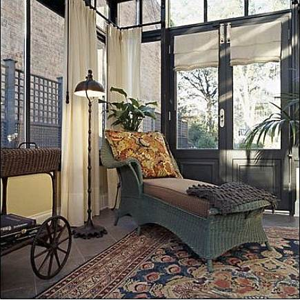 vintage carpets - Persian rug and chaise lounge from Jean Alan via Atticmag