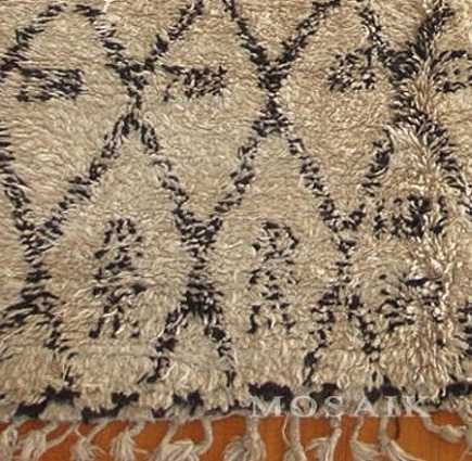 Moroccan rugs - close-up of a Beni Ouarain Berber rug from Mosaik - via Atticmag