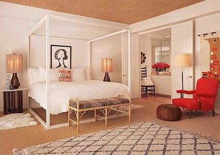 Moroccan rugs - California hotel Parker Palm Springs hotel room designed by Jonathan Adler with large Berber rug - via Atticmag