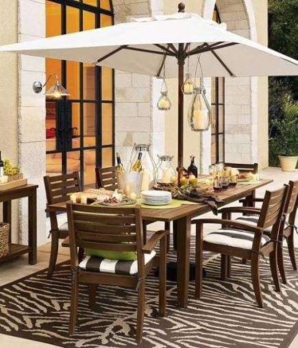 patio rugs - tiger pattern outdoor rug for a dining area - via Atticmag