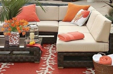 outdoor polypropylene patio rugs with coral motif - via Atticmag