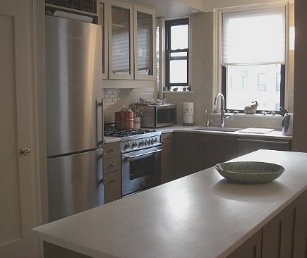 kitchen upgrades - Liebherr refrigerator, Bertazzoni range and marble counters in renovated apartment kitchen - Atticmag