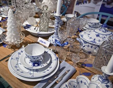 Royal Copenhagen Christmas 2010 - Royal Porcelain Factory Christmas table with Blue Fluted Half Lace china - Royal Copenhagen via Atticmag