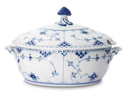 Royal Copenhagen Christmas 2010 - Blue Fluted Royal Copenhagen tureen - Royal Copenhagen via Atticmag