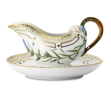 Royal Danish Christmas 2010 - Flora Danica sauce boat - Royal Copenhagen via Atticmag