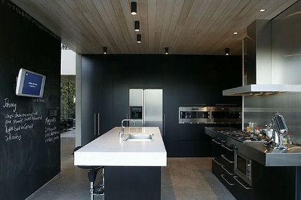 black lacquer kitchens - contemporary architectural kitchen with black cabinets and walls - Fearon Hay via Atticmag