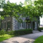 stone mansion - tour of Canada's historic Maus Park near Toronto - mauspark via Atticmag