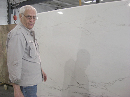new apartment kitchen - Tony the stone man at the stoneyard with the Castle White marble slab - Atticmag