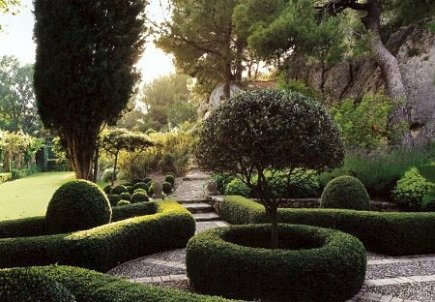 gardening - English garden boxwood edging - House & Garden via Atticmag